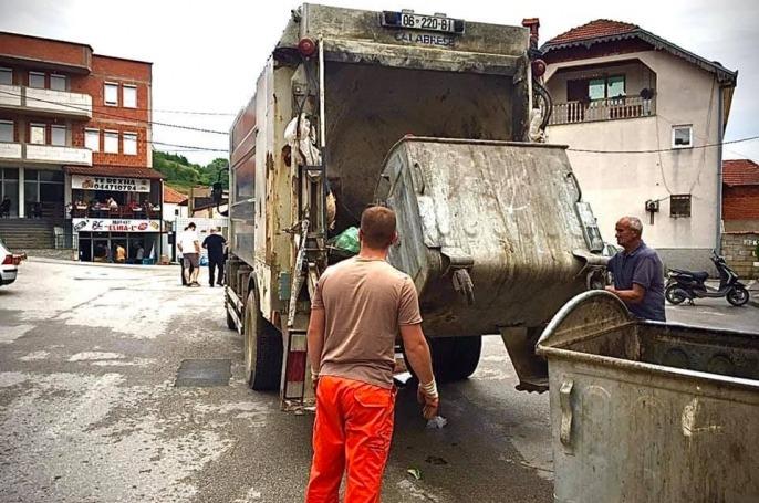 """Kastrati me fjalë të mëdha për punëtorët e """"Eco Higjiena"""": Jo të gjithë e kanë pushim sot"""