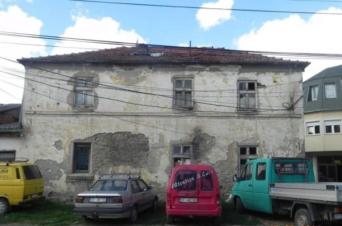 Një objekt me rëndësi të madhe historike rrezikon të rrënohet në Podujevë